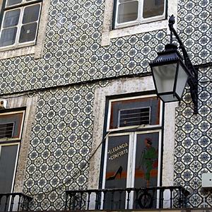 Einige der Fassaden wurden Ende des 19. Jh. prachtvoll mit Kacheln verkleidet